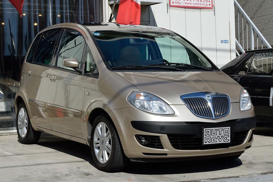 2005(平成17)年式ランチア・ムーザ!こんなに小さいのに室内広々!造りも上質な、まさに小さな高級車!