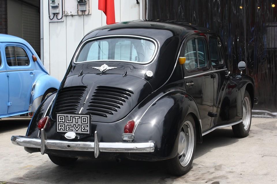 クルマ自体はルノー4CVそのものですが、国内生産することにより日本の自動車産業発展に大きく貢献した1台です。