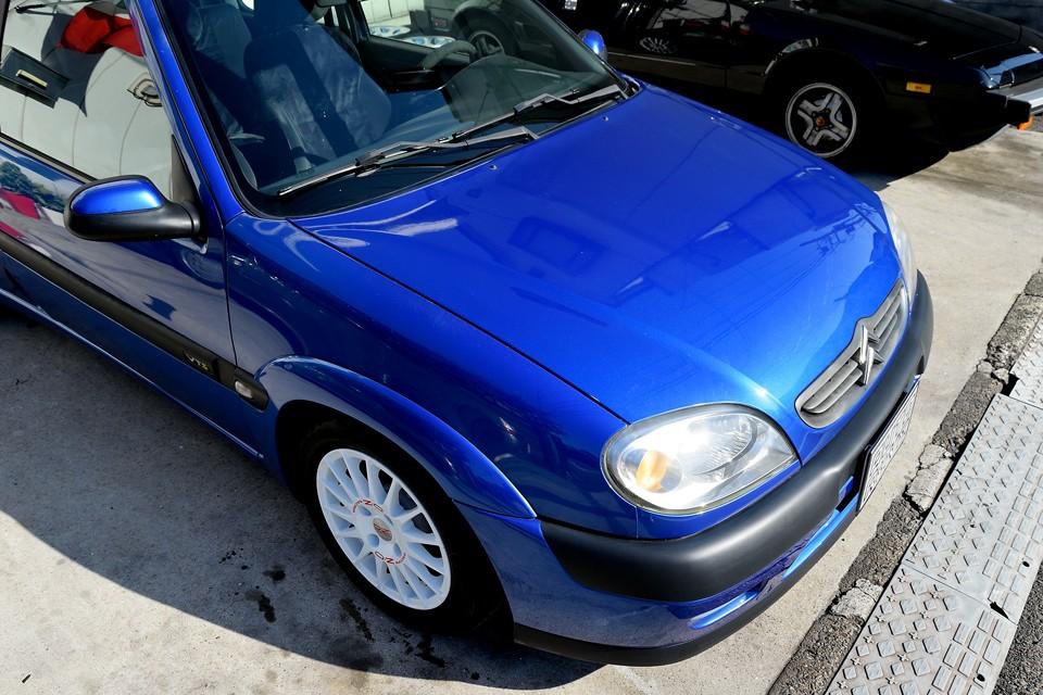 フランス車はやっぱりブルーが似合いますねぇ〜。塗装は一部劣化ありますが、全体的には好印象!