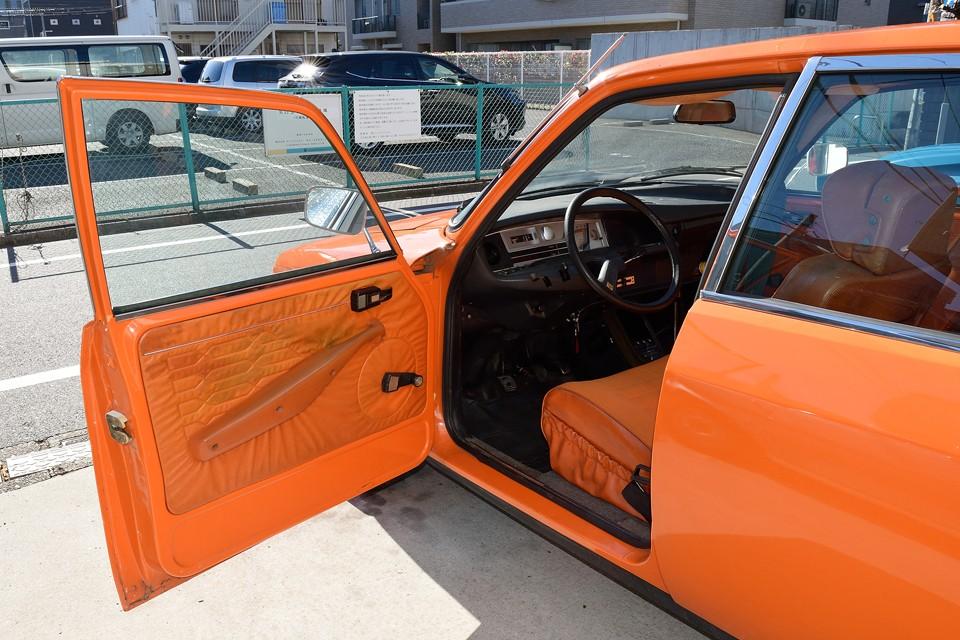 そしてなんと、掟破り?!の内装も同色オレンジ仕様!体温2度くらい上がりそう!(笑)