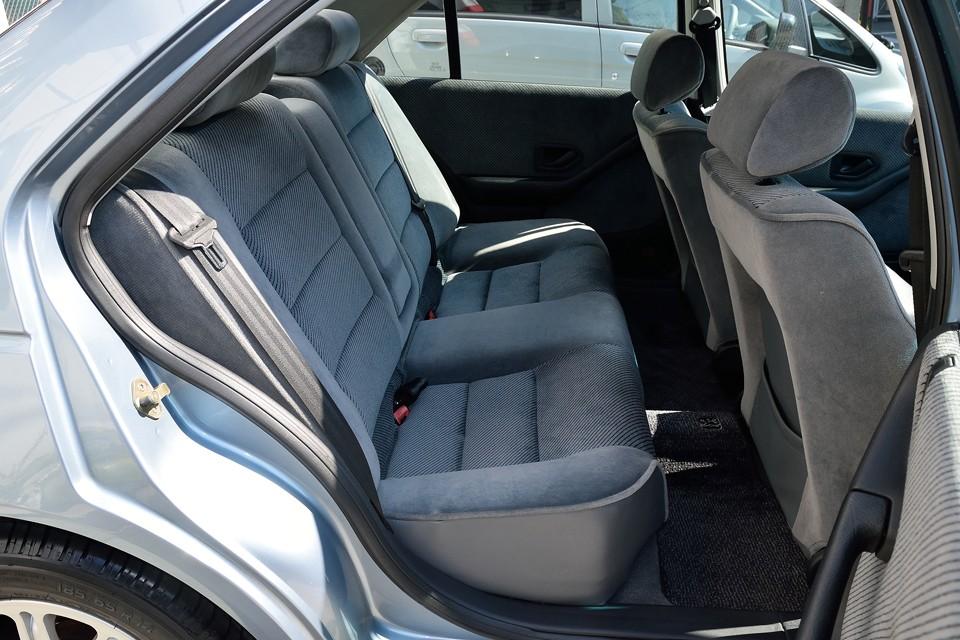 後席に至っては、言う事無し!・・・「手足が長ければ、ここに座って運転した〜い!」レベルです(笑)