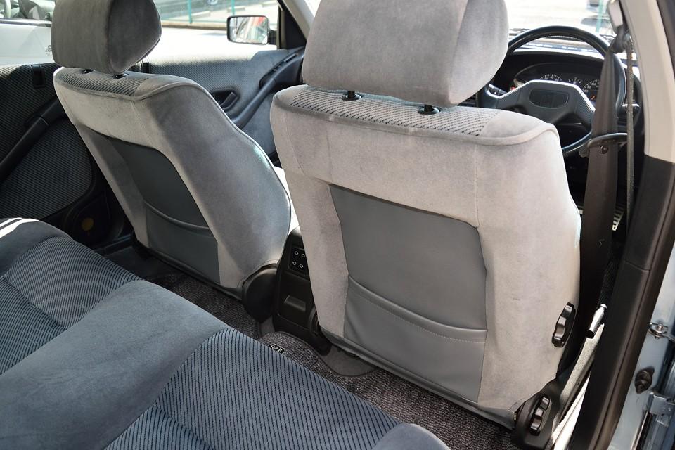 前席のシートバックも、こんな状態・・・後席はかなり気持ち良くお乗りいただけると思います。