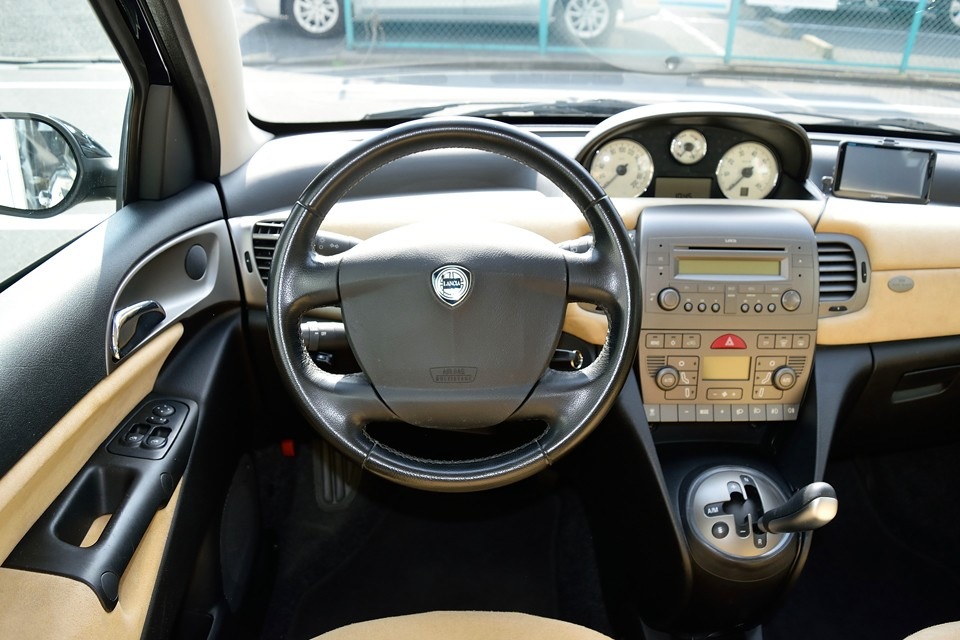 運転席に座る度、所有している事の喜びを感じさせてくれます。