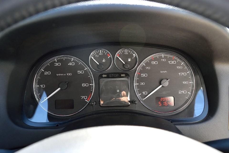 実走行5.2万Km!タイベル、ウォーターポンプ一式、それとタイヤ4本新品交換サービスです! それでこのお値段ですから、安心な上にチョ〜お買い得だと思います!