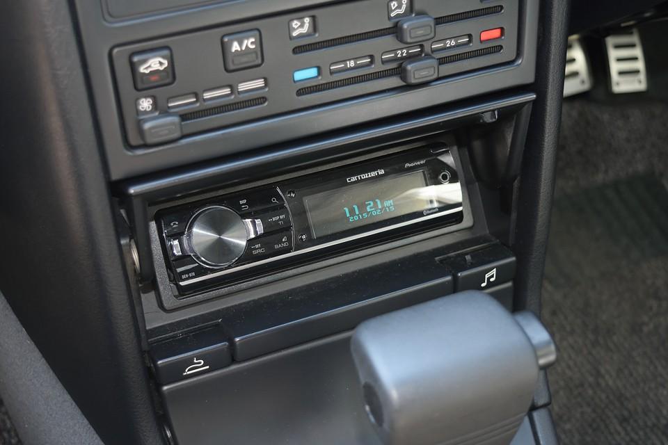 オーディオはカロッツェリアDEH-970を搭載! 2系統のUSBデバイス接続やBluetoothにも対応、更にSDメモリーカードも使える優れもの!