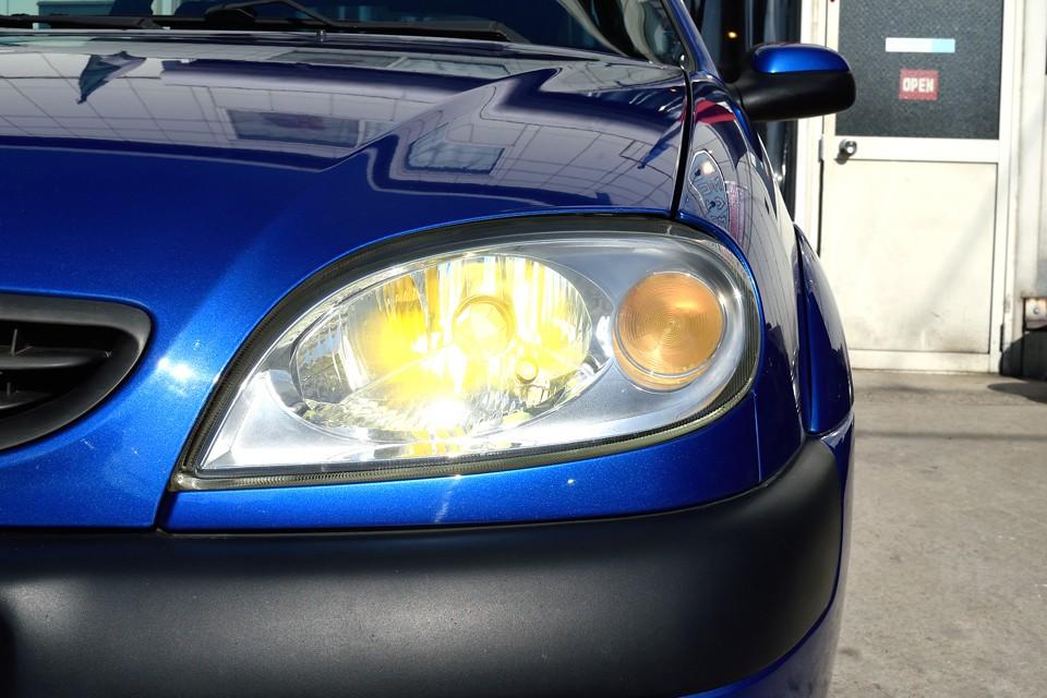 ヘッドライトはイエローHIDを装備!フランス車はやっぱイエローが似合います!