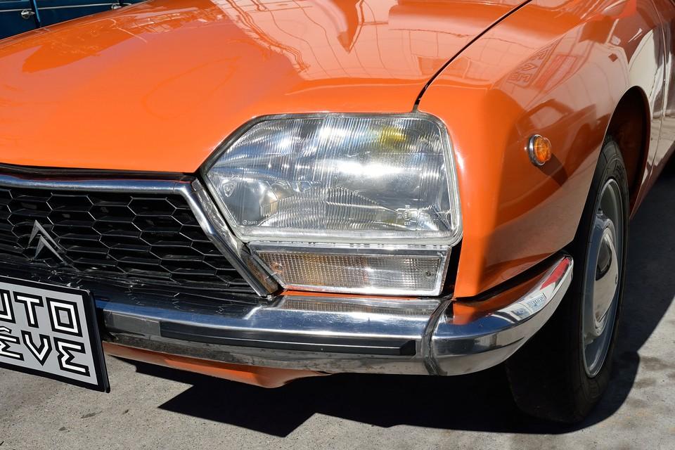 ヘッドライトは反射板の劣化も無く、とてもクリア〜!