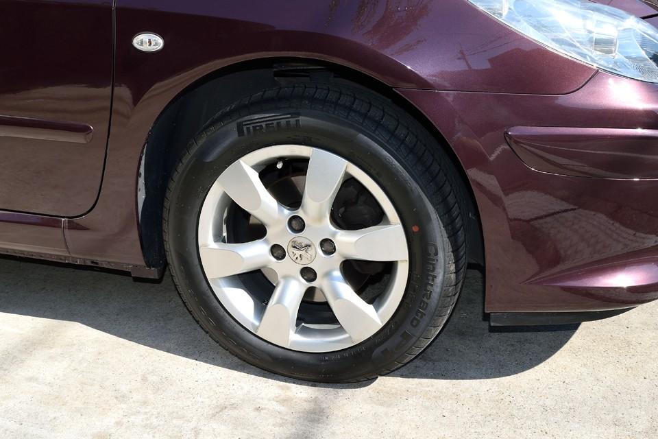 純正アルミは少しガリキズありますが、それほど気にならないと思います。 タイヤはPIRELLI P1新品4本交換済みです!