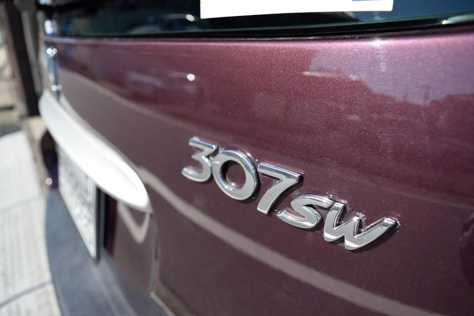 前期型の307を含め、206以降のプジョーは現代車の例に倣いカチッとした印象の乗り心地だったのが、 「猫足」と呼ばれたしなやかさが復活した印象です。