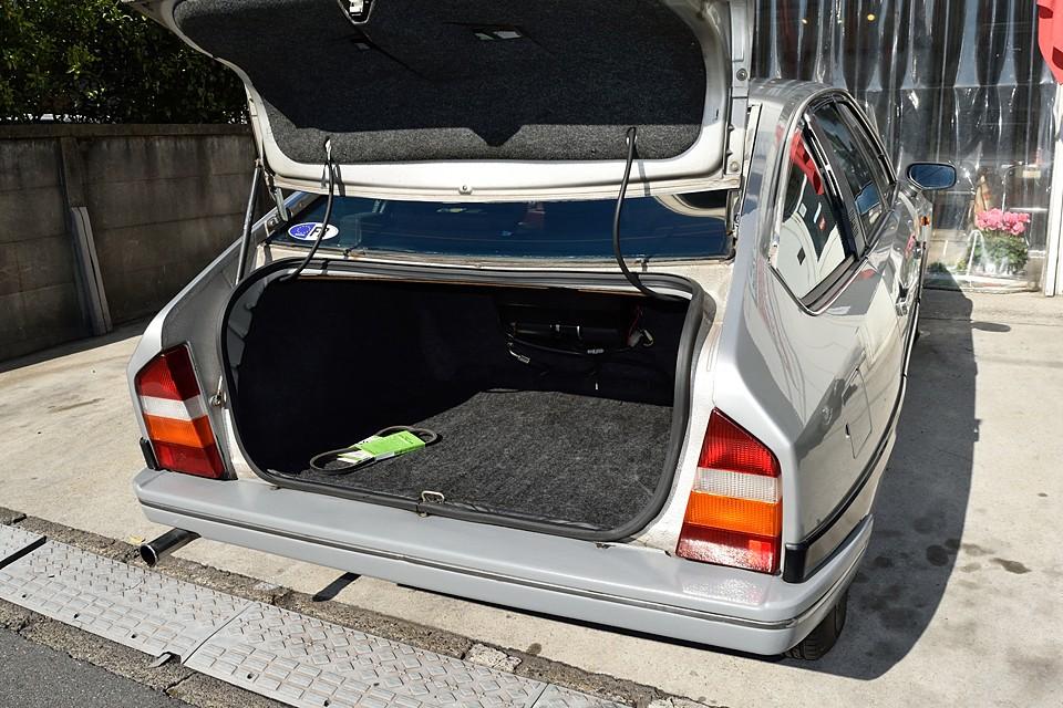 トランク広っ!間口は少し狭いですが容量はタップリ!
