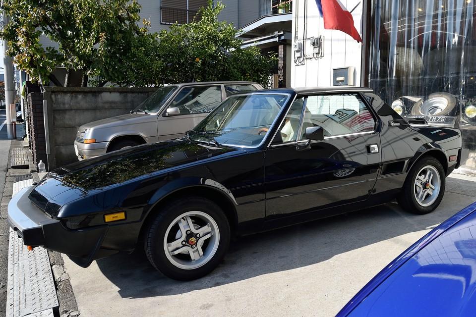 デザインはベルトーネ、シャシーはフィアット、サスペンションはダラーラとイタリアの粋を集めて開発されたX1/9。