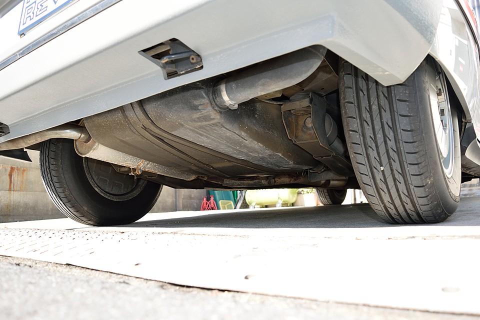 車体後方下廻り。表明サビ程度はありますが、酷いサビ、腐食、損傷はありません!