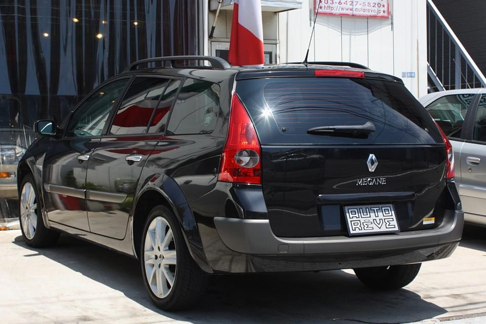 フランス車の黒って独特の雰囲気があって個人的にはかなりいい感じではないかと…。