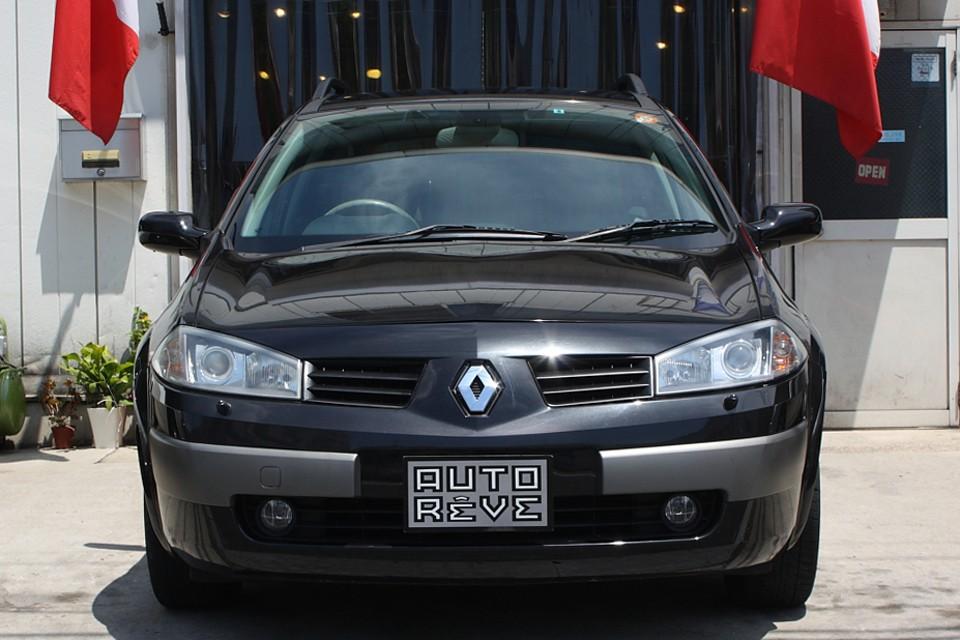 ドイツ車の黒がポリティカル、イタリア車の黒がマシーナリーだとすれば、フランス車の黒は…。
