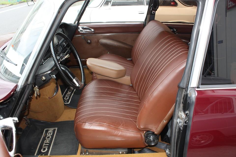 前席は張り替え済みで、若干の使用感はあるものの破れはありません!