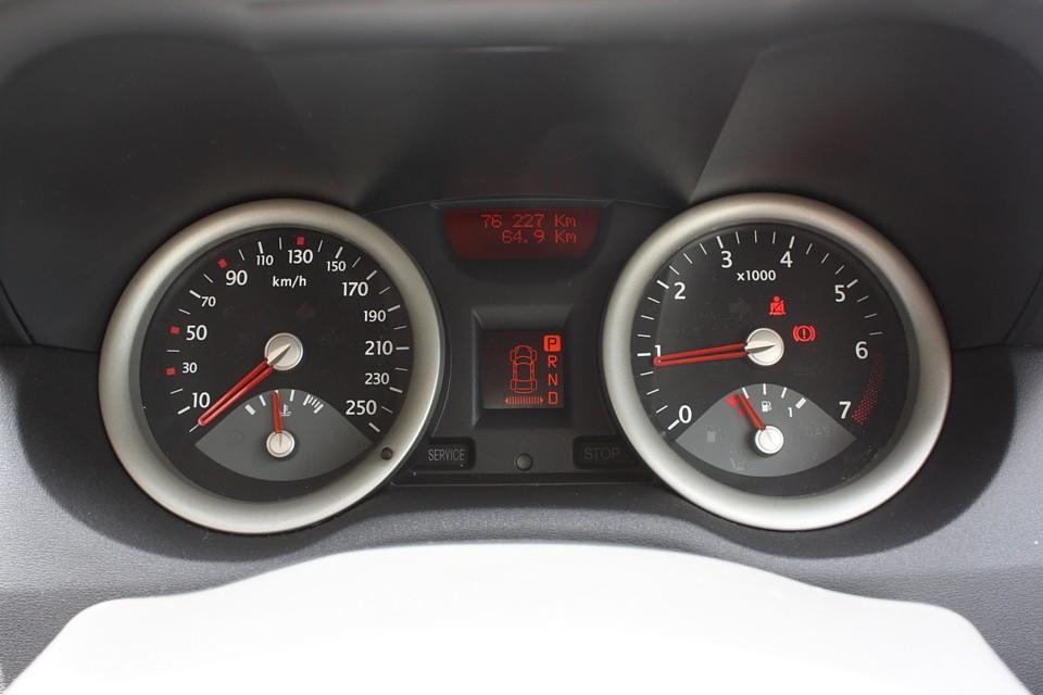 実走行距離7.6万Km。走行少し多く感じるかもしれませんが、消耗品類が一巡して2巡目にはいってることを考えると、むしろ5〜6万Kmの方がいろいろ費用は掛かるかも…。