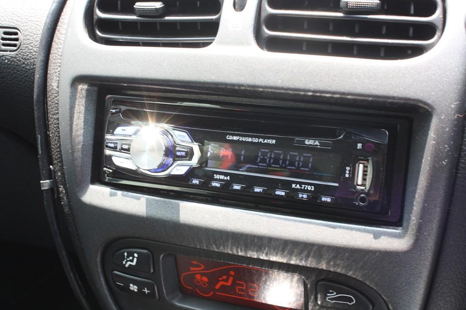 USB、AUX入力付きCDデッキ!MP3プレーヤー接続可!