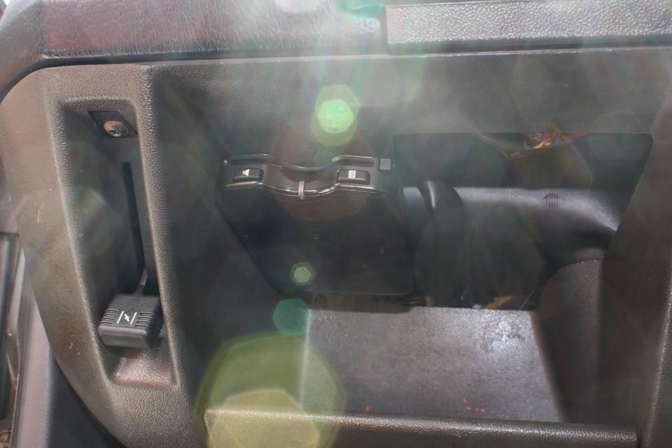 左ハンドル車には、もはや必須!ETCも装備!(日の加減でなぜか幻想的な写真に…笑)