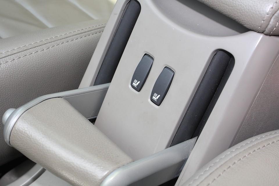 前席はシートヒーターも装備!女性には嬉しい装備ですね。