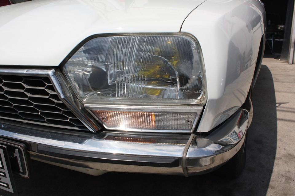GSのコケティッシュな魅力を醸し出すライト、ウィンカーも目立つ劣化は無くいい感じ! ライトはもちろんイエローバルブの誘惑光線仕様(笑)です!