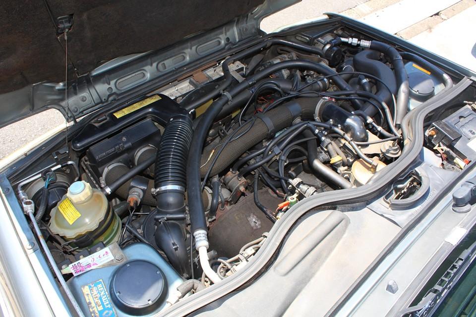 エンジンルームはさすがに古さを感じますが、状態はかなり良いと思います。 ルノーのターボ車では気になる水温も安定してます!