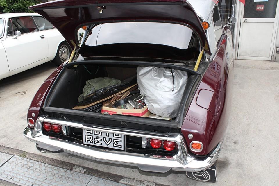 ボディ形状故、浅めのトランクですが容量はそれなりにあります。ご覧のボディカバーやいくつかの新旧パーツもお付けします!