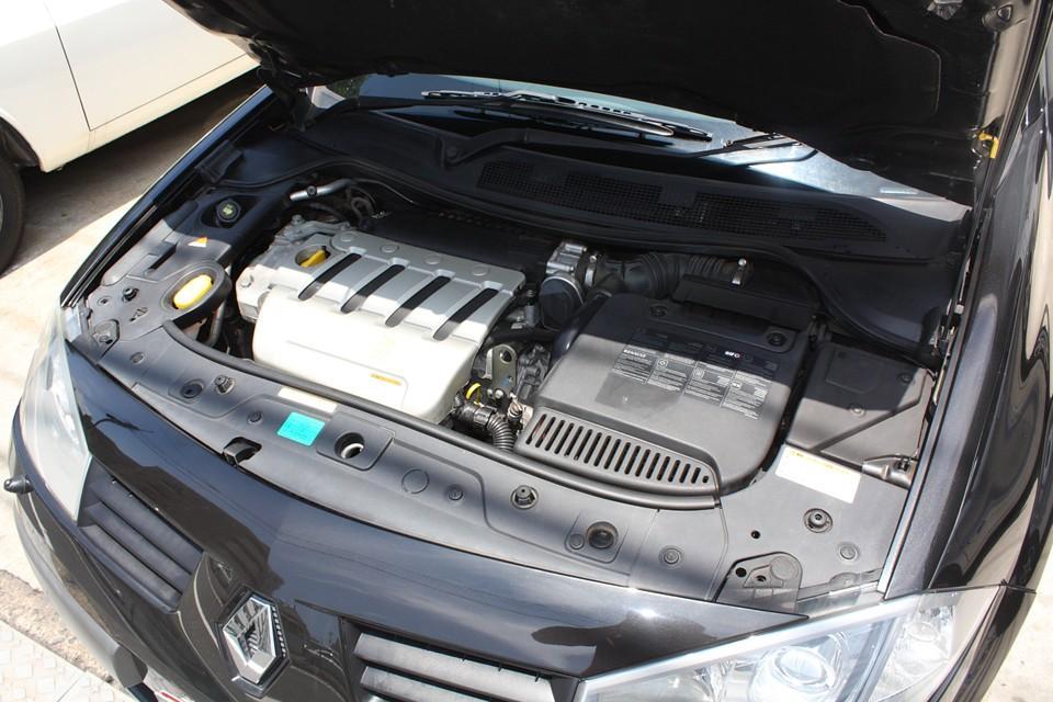 F1チャンピオンのルノーエンジンですから、悪いわけがないです! 数値以上にパワフルで、しかも扱いやすい、良いエンジンですねぇ〜!