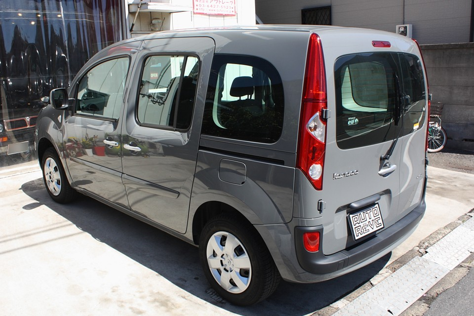 それでいてフランス車らしい柔らかな乗り心地で、このPOPなデザインなんですから人気がないはずない!ですよね。