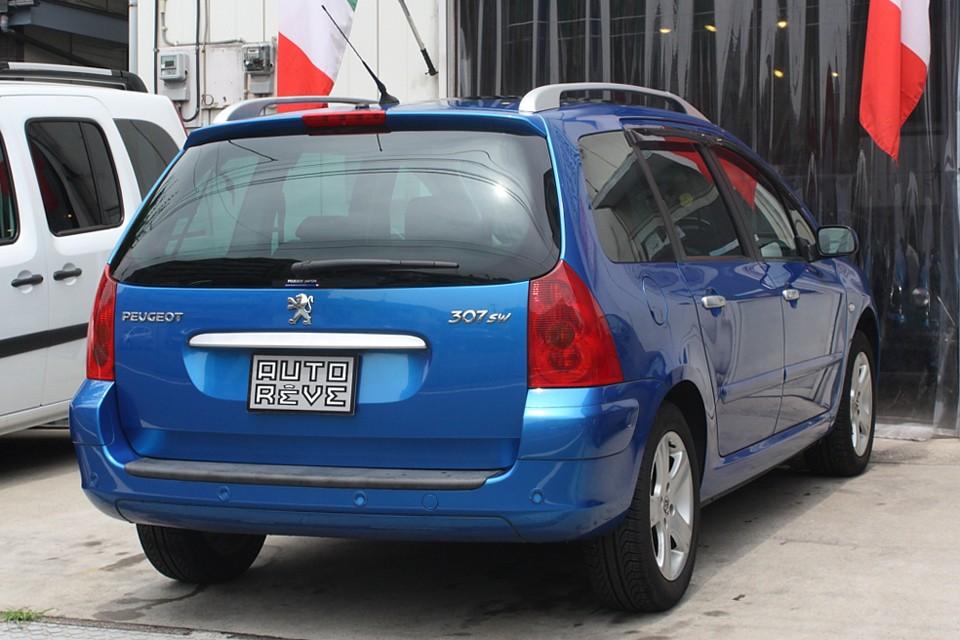 フランス車にはやっぱりブルーが似合います!まさしくフレンチブルーワゴン!