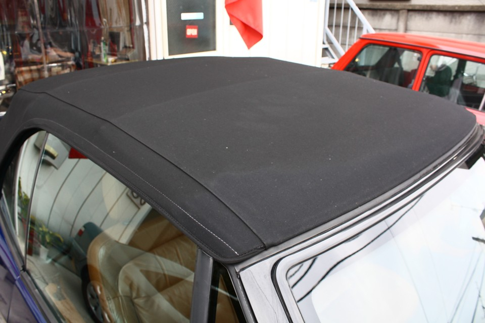 洗車で濡れているので、まだら見えますが、幌の状態はかなり良いです!もちろん破れはありません!