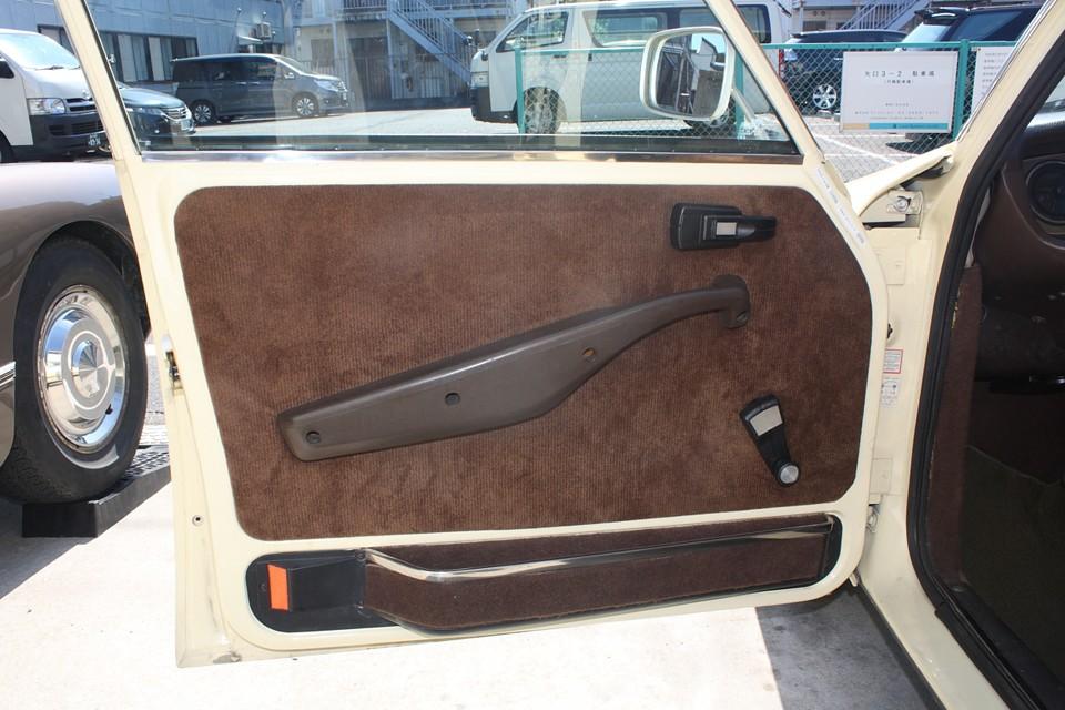 シート、内張りともに同じ生地で全張り替え済み!肌触りも良くて、これは良い!
