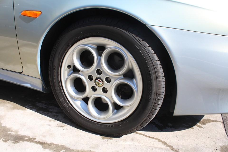 V6専用アルミホイールもかなり状態は良いかと…。 タイヤ残溝はF8mm、R7mmです。当分交換の必要は無さそうです。