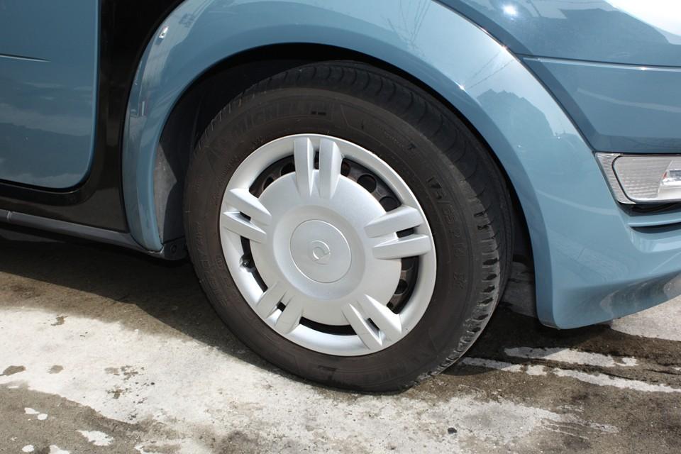 タイヤはF5mm、R10mmありますので当分交換の必要はなさそうです。