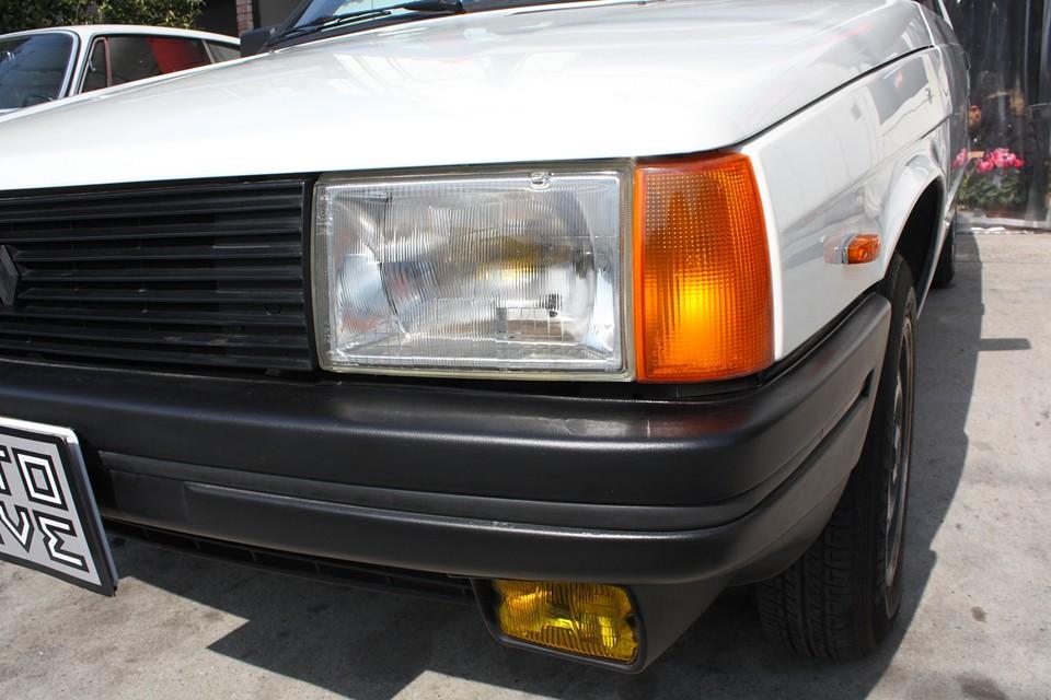 ヘッドライト、ウィンカーレンズ、フォグランプともにクリアな状態です。 向かって左側ヘッドライトには反射板に少し劣化があるでしょうか。