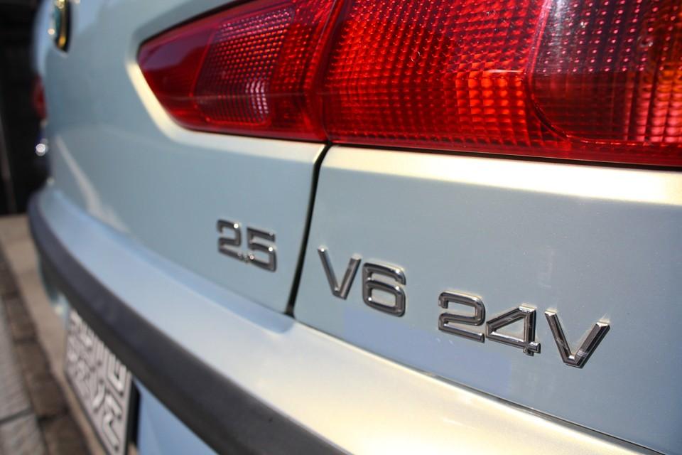 興味はあるけどV6は未体験という貴方!そして昔乗ったV6が忘れられない!もう一度あの官能を!という貴方! どちらの方にもご納得いただける状態の156で〜す!