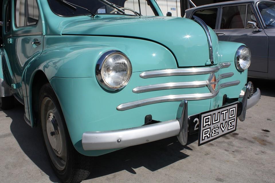 1958年モデルはヒゲ3本のスッキリした顔立ちです。