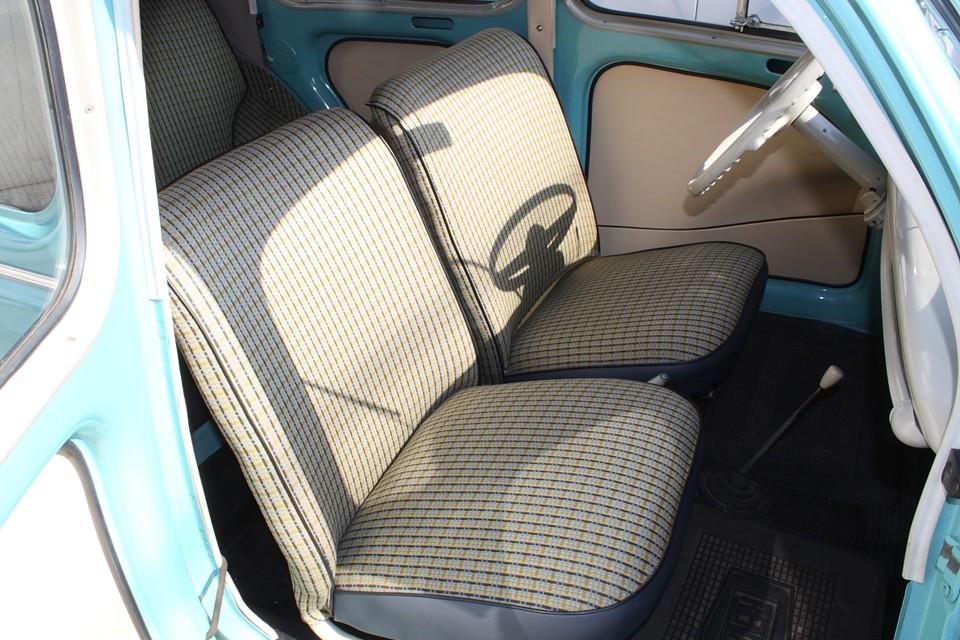 シートベルト、ヘッドレストはありません。この状態で車検もOK!