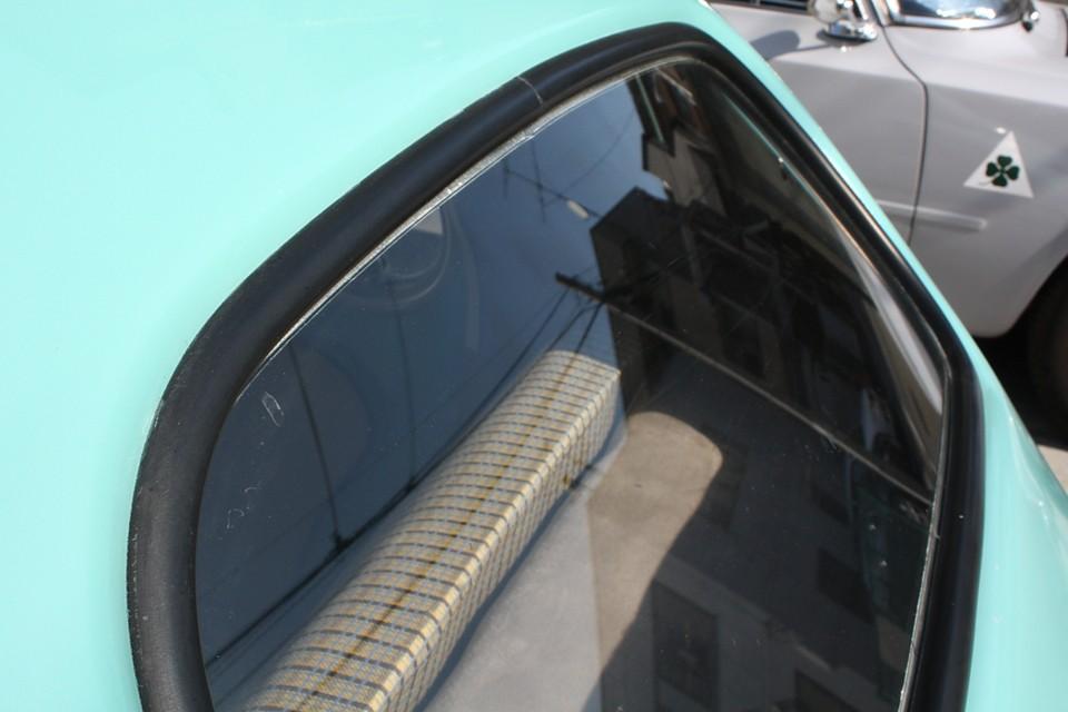 もちろんリアも!旧車に雨漏りは大敵ですからね。