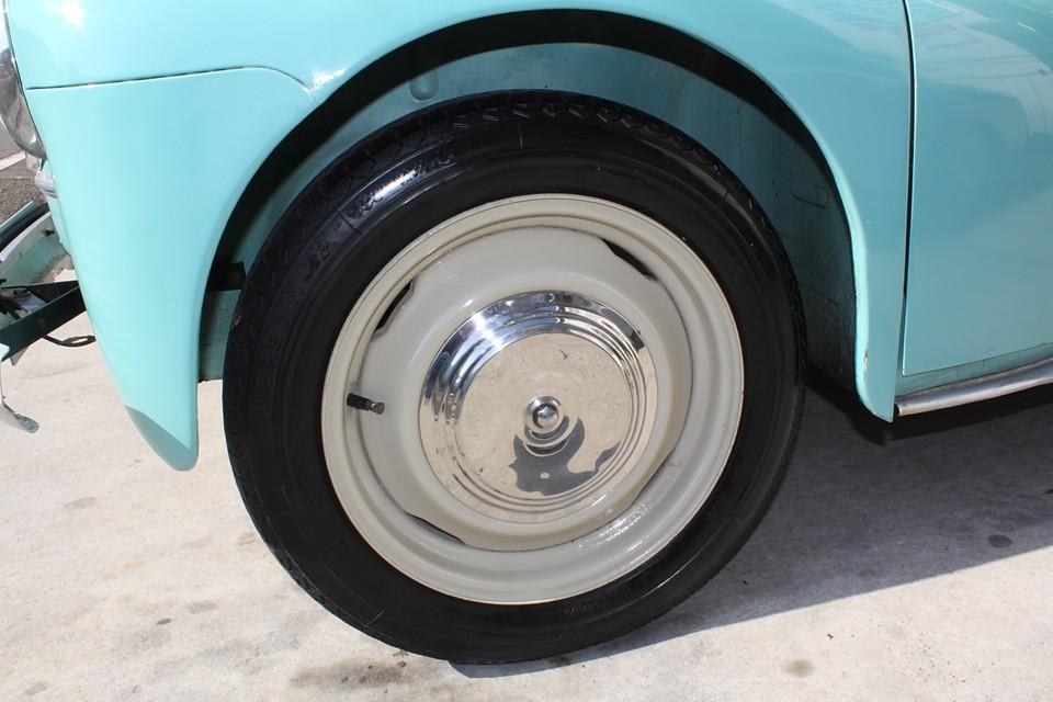 ホイールも塗装済みです。タイヤは現在、前がミシュランZX135SR15、後がユニロイヤル135SR15ですが、別途ミシュランXZX135SR15×4本に交換可です。