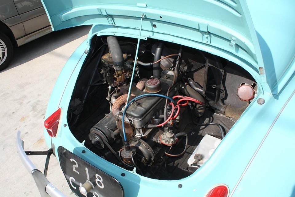 この後、様々なクルマに受け継がれるルノーの名機!電圧はオリジナルのままの6Vです。