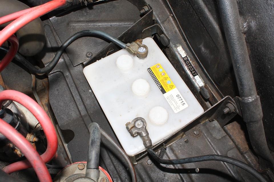 バッテリーは6V。VWビートル用のものが使用可能です。
