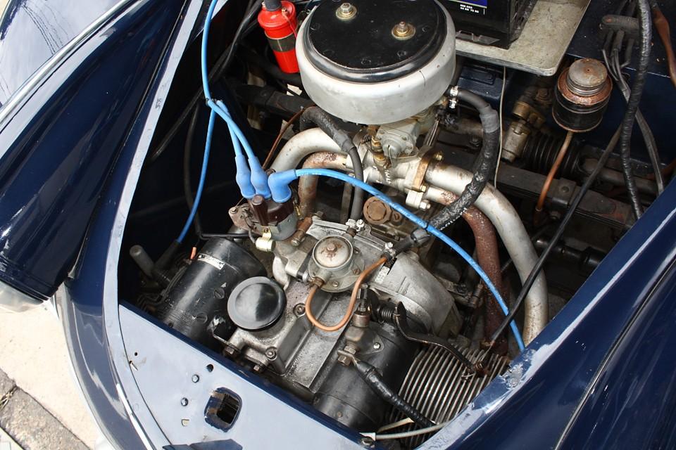 心をえぐる様なボディデザインに、貧弱とも思えるエンジン・・・何故?