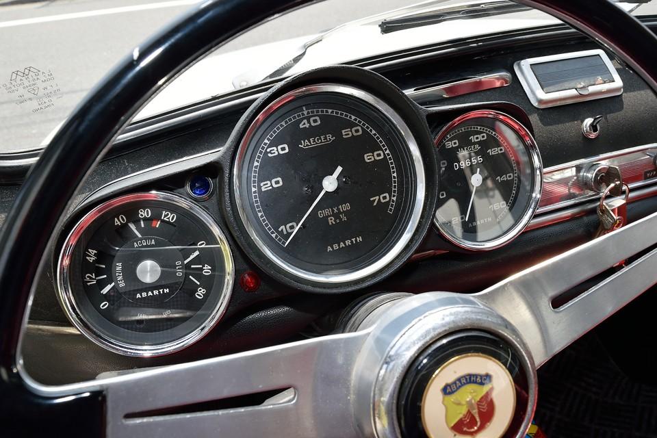 車検証備考欄を見ますと、ご覧の距離はコンバージョン後の距離の様です。状態の良さも納得ですね。