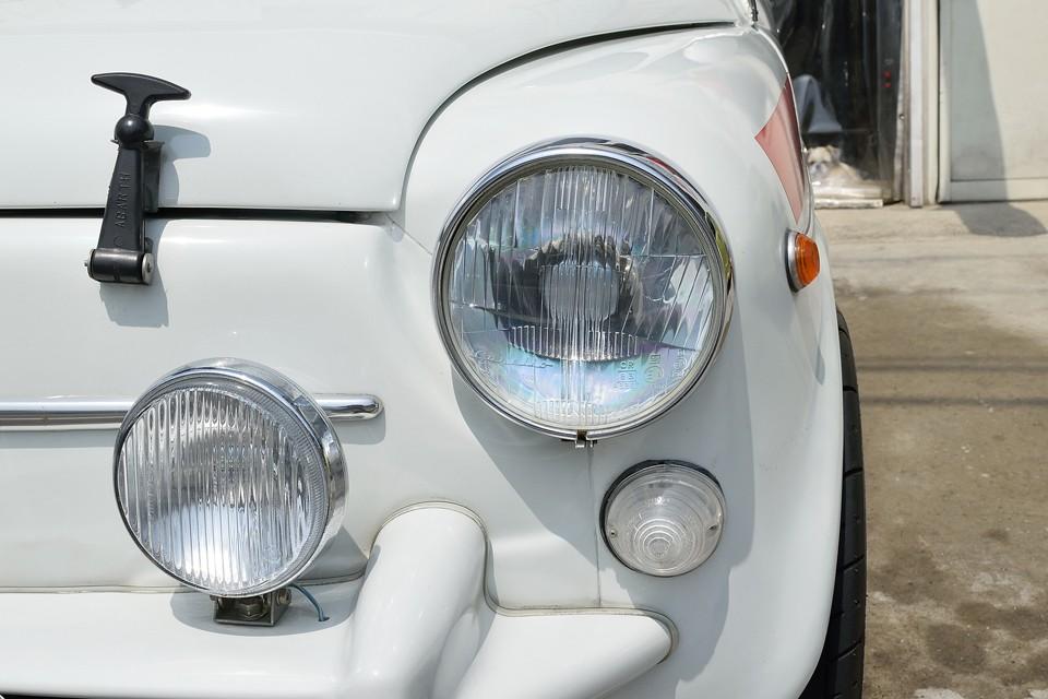 ヘッドライトはちゃんとCarello製!フォグやウインカーレンズもクリア〜!