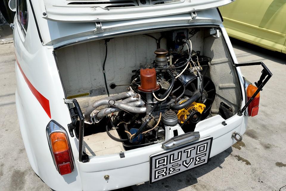 エンジンのベースはFIAT600時代からアウトビアンキまでずっと使われているものなので、違和感も無くスッキリとまとまった印象です。