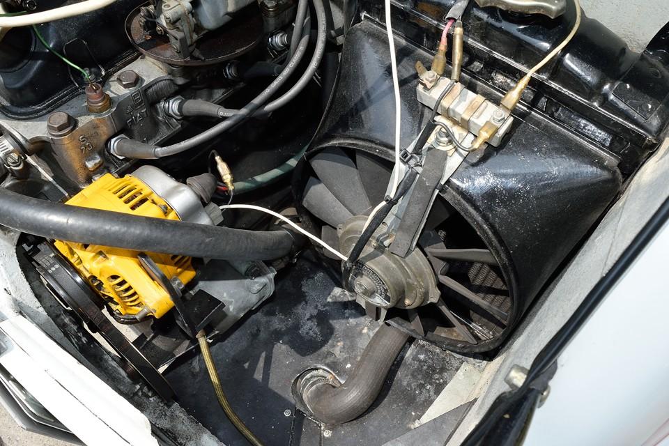 オルタネーターは安心の国産品に交換済み!オリジナルのマレリー製に比べ、発電量、信頼性ともに大幅UP!