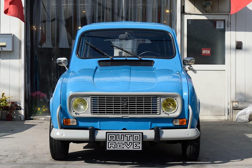 やはりフランス車にはイエローバルブが似合うのです!ボディのブルーとのコントラストも◎!