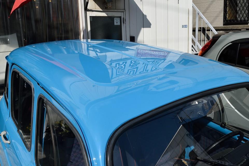 このボディカラーは、ルノーエクスプレスに設定のあった「マルセイユブルー」です!