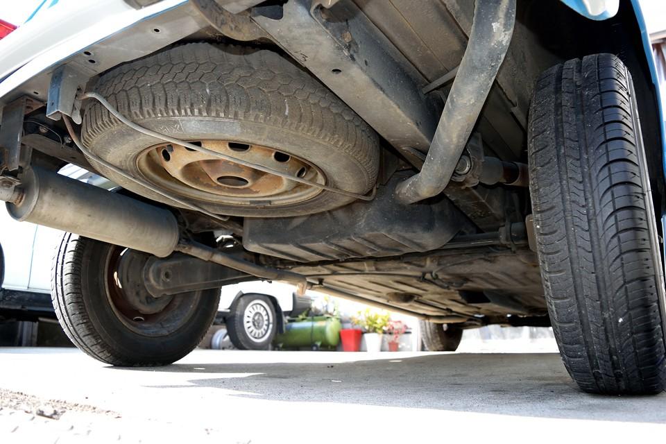 車体後部下面です。もちろん汚れはあるものの、酷いサビや腐食が無いのがお判りいただけるかと・・・。
