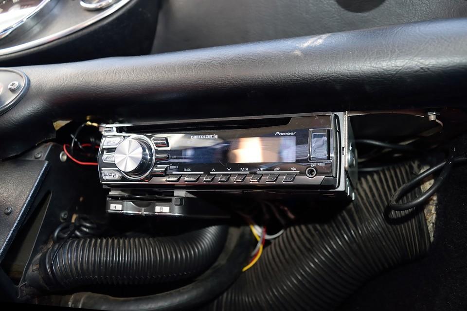 もちろんオーディオ、ETCも装備!いい音楽かけて・・・あぁ~ドライブ行きたい~!